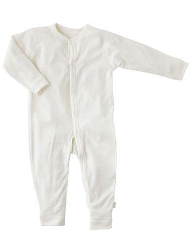 Till barn från Joha, en vit pyjamas.