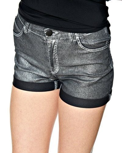 JUST FEMALE shorts till dam.