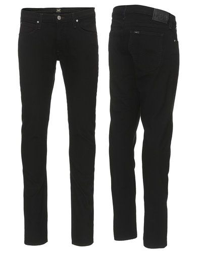 Till herr från Lee, en svart slim fit jeans.