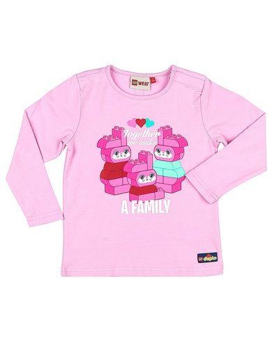 Till dam från LEGO Wear, en rosa långärmad tröja.