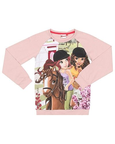 Till tjej från LEGO Wear, en rosa tröja.
