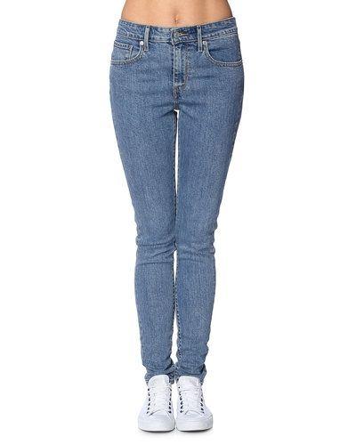 Levis slim fit jeans till dam.
