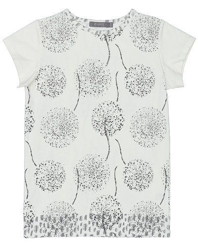 Till tjej från Loudly, en vit t-shirts.