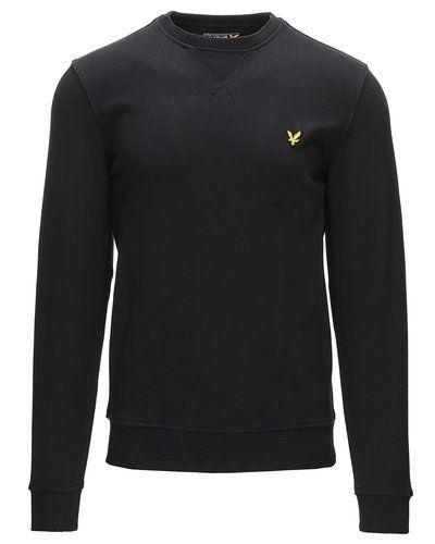 Till killar från Lyle & Scott, en svart sweatshirts.