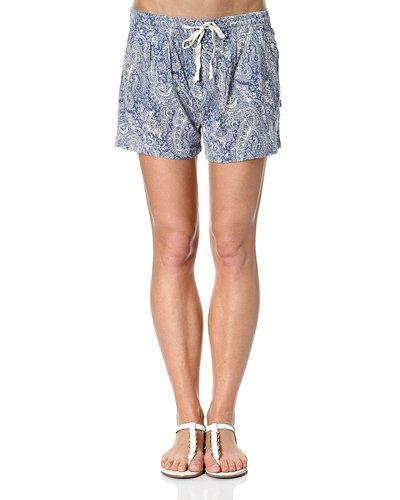 Till dam från Maison Scotch, en blå shorts.