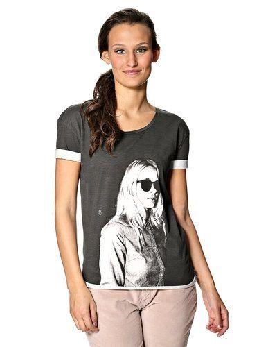 Till dam från Maison Scotch, en grå t-shirts.