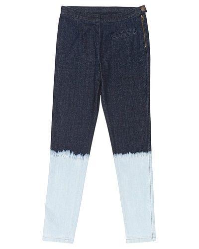 Till tjej från Marmar Copenhagen, en blå jeans.