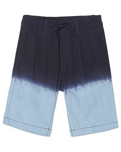 Till kille från Marmar Copenhagen, en blå shorts.