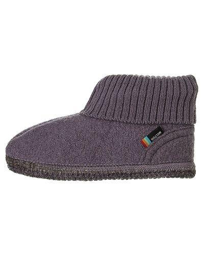 Till dam från Melton, en lila sko.