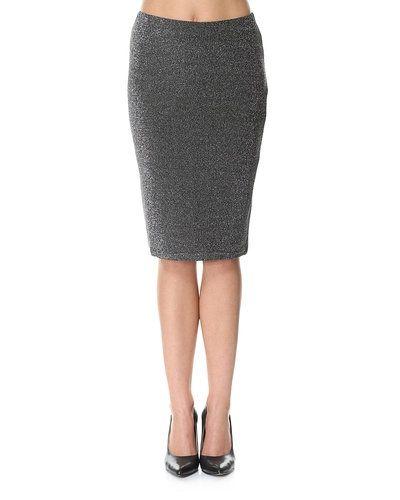 Minimum minikjol till kvinna.