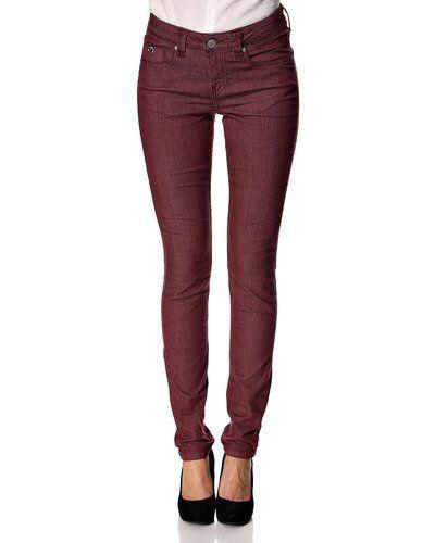 Till dam från Mos Mosh, en röd blandade jeans.