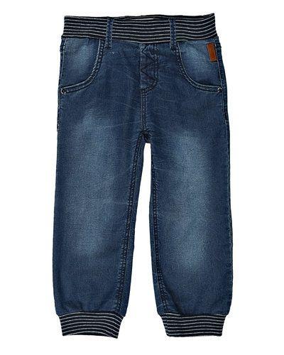 Till herr från Name it, en metallicfärgad jeans.