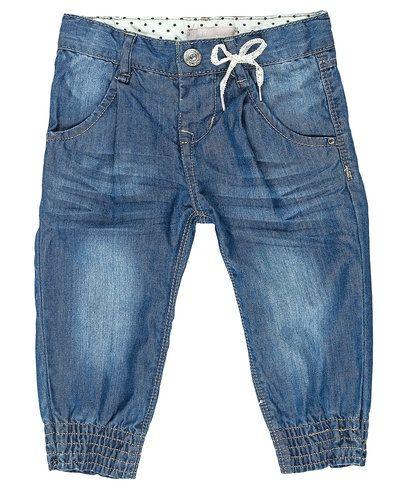 Till dam från Name it, en blå jeans.