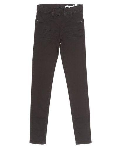 Till tjej från Name it, en svart jeans.