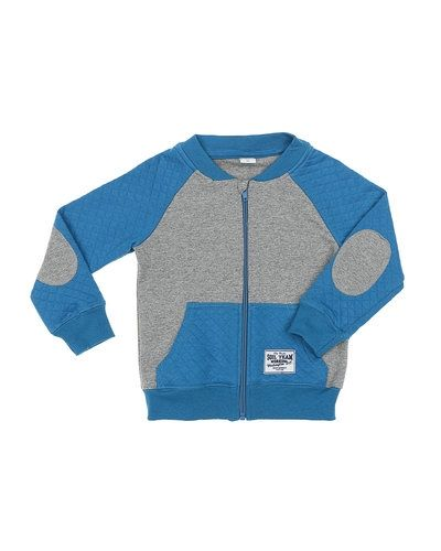 Till kille från Name it, en grå sweatshirts.