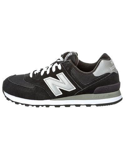 Till unisex/Ospec. från New Balance, en svart sneakers.