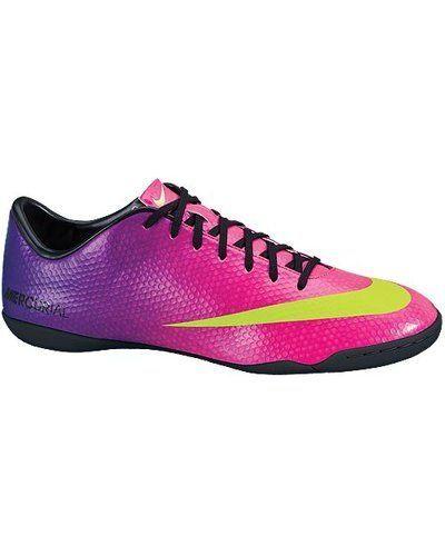Nike Nike MERCURIAL VICTORY IV IC 555614 635 FRBRRY/ELC. Fotbollsskorna håller hög kvalitet.