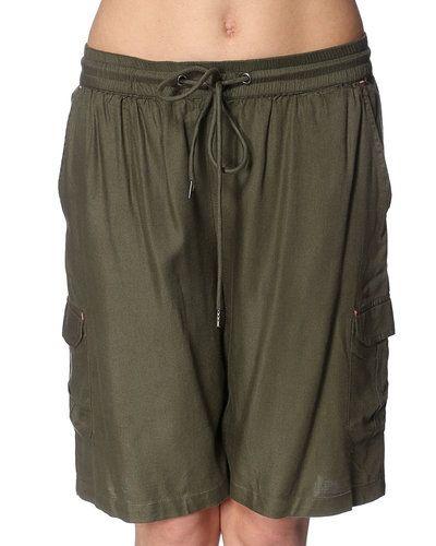 Shorts från Noisy May till dam.
