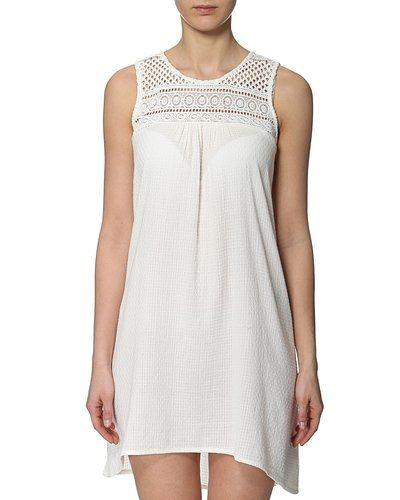 Till tjejer från Object, en vit studentklänning.