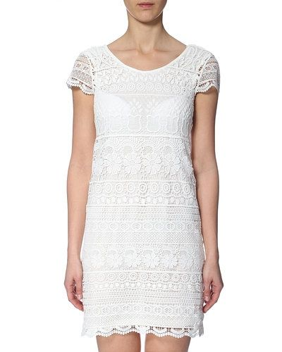 Till tjejer från ONLY, en vit studentklänning.
