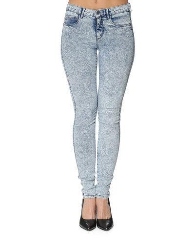 Till dam från ONLY, en blå jeans.