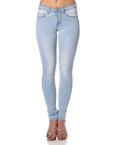 Blå jeans från ONLY till dam.