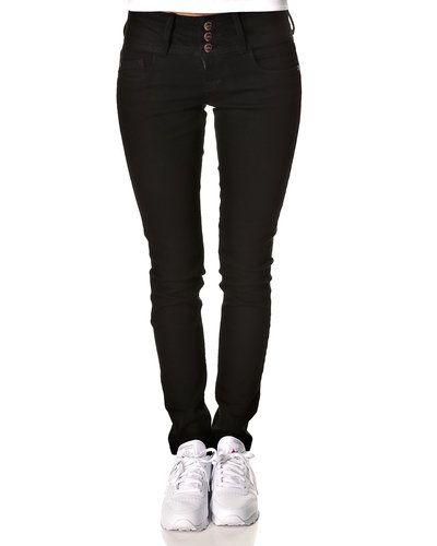 Till dam från ONLY, en svart jeans.