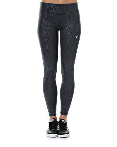 Grå shorts från ONLY till dam.
