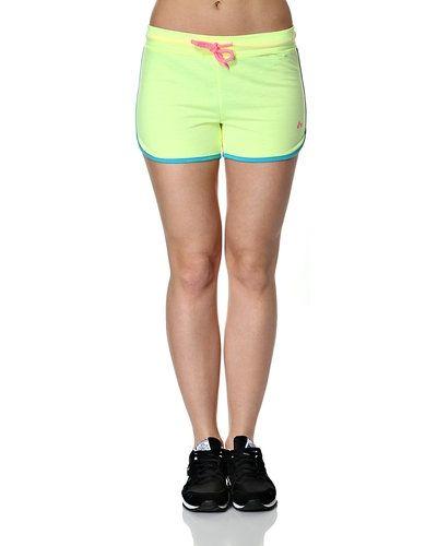 Till dam från ONLY, en gul shorts.