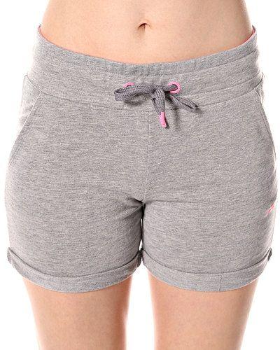 Till dam från ONLY, en grå shorts.