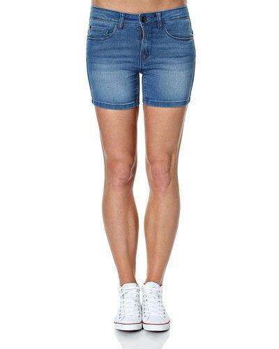 Till tjejer från ONLY, en blå jeansshorts.