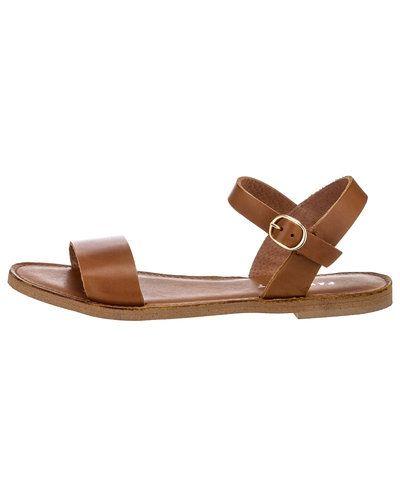 Pavement sandal till dam.