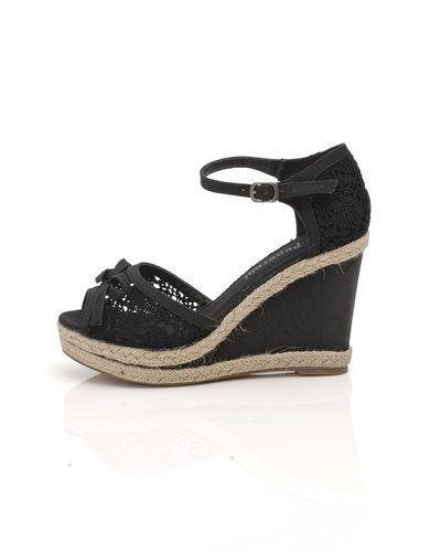 svarta sandaler med kilklack