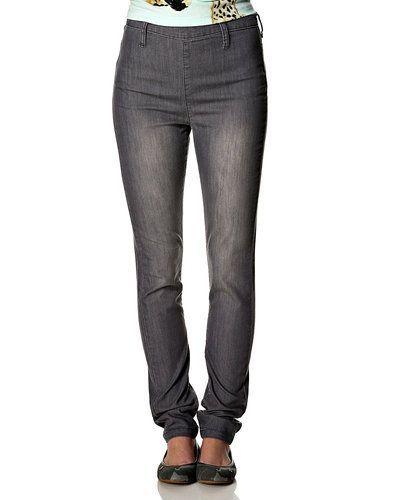 Grå blandade jeans från Pieces till dam.