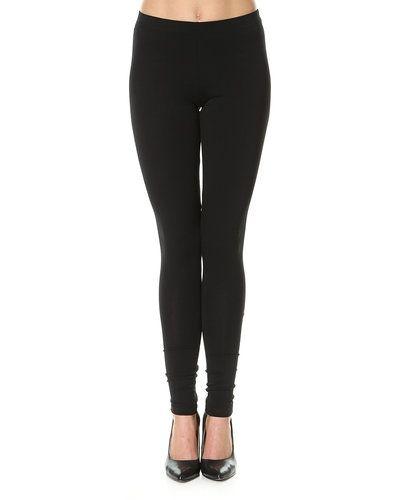 Till dam från Pieces, en svart leggings.