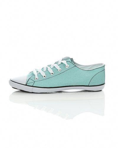Till dam från Pieces, en grön sneakers.