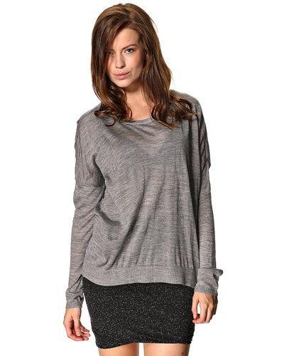 Till dam från PULZ, en grå stickade tröja.