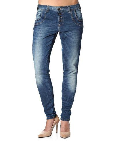 Till dam från PULZ, en blå jeans.