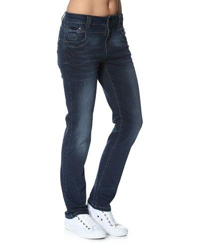 Till dam från PULZ, en blå high waist jeans.