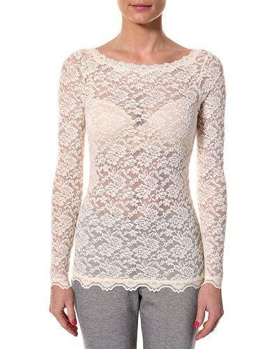 Till dam från Rosemunde, en vit långärmad tröja.