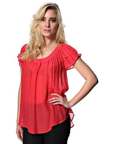 Till dam från Saint Tropez, en röd stickade tröja.
