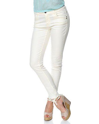 Till dam från Saint Tropez, en vit blandade jeans.