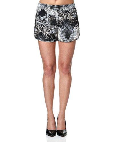 Till dam från Second Female, en naturfärgad shorts.