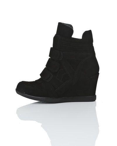 Shoe Biz sneakers till dam.