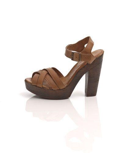 Till dam från Shoe Biz, en brun högklackade sandal.