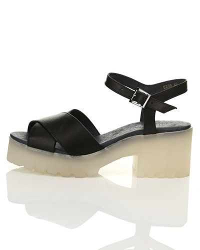 Till dam från Shoe Biz, en svart sandal.