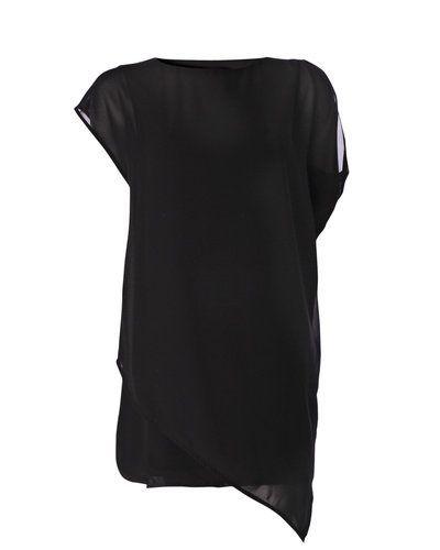 Till dam från Soft Rebels, en svart klänning.