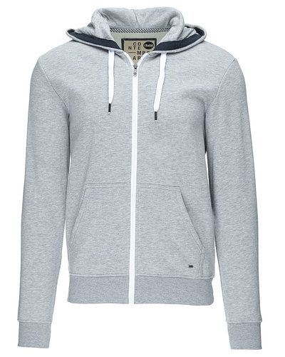 Till killar från Solid, en grå sweatshirts.