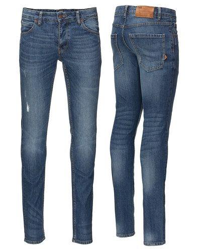 Till herr från Solid, en blå slim fit jeans.
