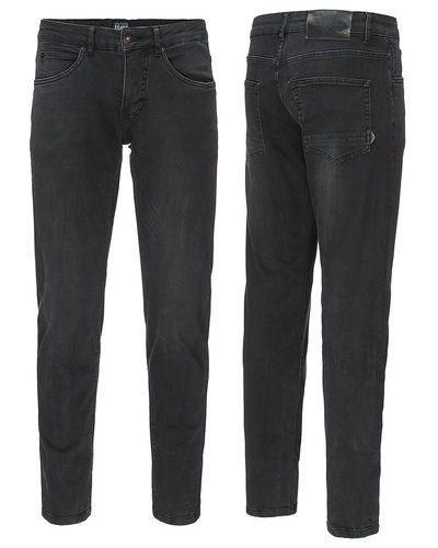 Till herr från Solid, en svart slim fit jeans.